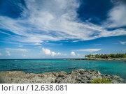 Морской пейзаж с островом на горизонте. Стоковое фото, фотограф Anya Stogova / Фотобанк Лори