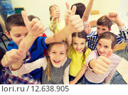 Купить «group of school kids showing thumbs up», фото № 12638905, снято 15 ноября 2014 г. (c) Syda Productions / Фотобанк Лори