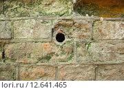Купить «Фрагмент старой стены с отверстием», эксклюзивное фото № 12641465, снято 5 июня 2012 г. (c) Алёшина Оксана / Фотобанк Лори