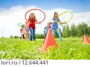 Купить «Эстафета. Дети с обручами бегают на перегонки», фото № 12644441, снято 31 мая 2015 г. (c) Сергей Новиков / Фотобанк Лори