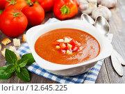 Купить «Гаспачо - итальянский холодный томатный суп», фото № 12645225, снято 6 сентября 2015 г. (c) Надежда Мишкова / Фотобанк Лори