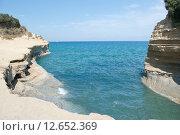 Купить «Красивый ландшафт пляжа на побережье Корфу», фото № 12652369, снято 8 августа 2015 г. (c) Наталья Быстрая / Фотобанк Лори
