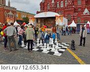 Купить «Москва отмечает 868-летие. Блестящая партия. Шахматы на Красной плошади», фото № 12653341, снято 6 сентября 2015 г. (c) Валерия Попова / Фотобанк Лори