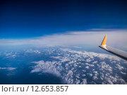 Вид на крыло самолёта. Стоковое фото, фотограф Михаил Перевозов / Фотобанк Лори