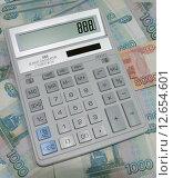 Калькулятор и деньги. Стоковое фото, фотограф Карданов Олег / Фотобанк Лори