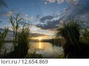 Купить «Красивый закат на реке Обь», фото № 12654869, снято 5 сентября 2015 г. (c) Алексей Маринченко / Фотобанк Лори
