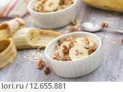 Овсяные хлопья с фруктами, орехами и медом. Стоковое фото, фотограф Ольга Гамзова / Фотобанк Лори