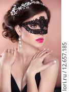 Купить «Красивая элегантная девушка в карнавальной маске», фото № 12657185, снято 29 июня 2015 г. (c) Photobeauty / Фотобанк Лори