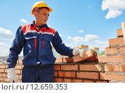 Купить «construction worker bricklayer», фото № 12659353, снято 10 июня 2015 г. (c) Дмитрий Калиновский / Фотобанк Лори