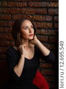 Купить «Портрет красивой девушки в кресле», фото № 12695549, снято 7 августа 2015 г. (c) Алексей Назаров / Фотобанк Лори