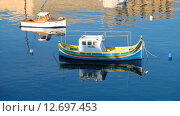 Купить «National maltese bout luzzu in malta bay between Birgu and Kalkara at morning time», видеоролик № 12697453, снято 16 сентября 2015 г. (c) Serg Zastavkin / Фотобанк Лори