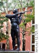 Купить «Скульптура биатлониста», фото № 12721189, снято 26 февраля 2014 г. (c) Сергеев Валерий / Фотобанк Лори