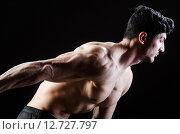 Купить «Muscular man posing in dark studio», фото № 12727797, снято 14 мая 2015 г. (c) Elnur / Фотобанк Лори