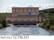 Купить «Здание Княжегубской ГЭС — гидроэлектростанции на реке Ковде в Мурманской области у посёлка Зеленоборский», фото № 12736521, снято 16 июля 2015 г. (c) Кекяляйнен Андрей / Фотобанк Лори