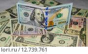 Американские доллары деньги, сто долларов. Стоковое фото, фотограф Наталья Богуцкая / Фотобанк Лори