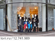 Berlin, Germany, Group of mannequins in a store window (2014 год). Редакционное фото, агентство Caro Photoagency / Фотобанк Лори