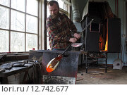 Купить «Transjö, Sweden, Lars Glasblaeser Skulberg at work», фото № 12742677, снято 17 апреля 2014 г. (c) Caro Photoagency / Фотобанк Лори