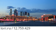 Купить «Поклонная гора», фото № 12759429, снято 6 июня 2015 г. (c) Донцов Евгений Викторович / Фотобанк Лори