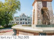 Купить «Вид на фонтан и Рижский вокзал. Москва», эксклюзивное фото № 12762005, снято 8 августа 2015 г. (c) Владимир Князев / Фотобанк Лори