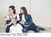Купить «Мужчина и женщина в средневековой одежде», фото № 12762705, снято 23 августа 2015 г. (c) Darkbird77 / Фотобанк Лори