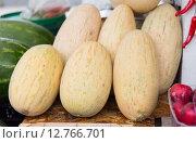 Купить «close up of melon at street farmers market», фото № 12766701, снято 27 июля 2015 г. (c) Syda Productions / Фотобанк Лори