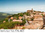 Купить «Вид на средневековый городок Мольтанчино, Тоскана, Италия», фото № 12776461, снято 13 мая 2014 г. (c) Наталья Волкова / Фотобанк Лори
