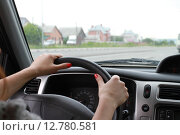 Купить «Управление автомобилем», фото № 12780581, снято 31 июля 2015 г. (c) Марюнин Юрий / Фотобанк Лори