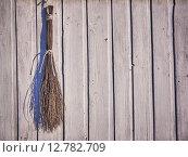 Старая деревянная стена с веником. Стоковое фото, фотограф Дарья Андрианова / Фотобанк Лори