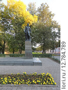 Купить «Памятник Владимиру Куриленко в Смоленске», эксклюзивное фото № 12784789, снято 24 сентября 2015 г. (c) Алексей Гусев / Фотобанк Лори