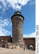 Башня Синвельтурм (Sinwellturm) или «Круглая Башня» Нюрнбергского замка - Бург (Nürnberger Burg). Нюрнберг. Германия. (2015 год). Стоковое фото, фотограф Сергей Афанасьев / Фотобанк Лори