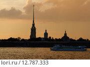 Санкт-Петербург, закат над Петропавловской крепостью (2015 год). Редакционное фото, фотограф Илларионов Андрей / Фотобанк Лори