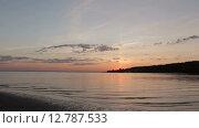 Купить «Красивый закат на пляже», видеоролик № 12787533, снято 4 августа 2015 г. (c) Алексндр Сидоренко / Фотобанк Лори