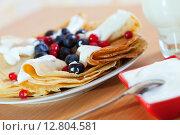 Купить «pancakes with berries and diary cream», фото № 12804581, снято 8 декабря 2012 г. (c) Яков Филимонов / Фотобанк Лори