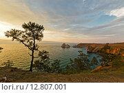 Купить «Мыс Бурхан и скала Шаман на острове Ольхон, озеро Байкал на закате», фото № 12807001, снято 24 июля 2015 г. (c) Борис Ветшев / Фотобанк Лори