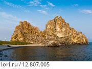 Скала Шаман на острове Ольхон, озеро Байкал (2015 год). Стоковое фото, фотограф Борис Ветшев / Фотобанк Лори