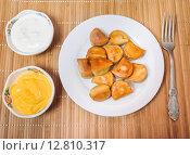 Купить «Fried dumplings, sour cream and cheese sauce on the table», фото № 12810317, снято 26 сентября 2015 г. (c) Алёшина Оксана / Фотобанк Лори