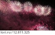 """Купить «Фейерверк на закрытии фестиваля """"Круг света"""" в Крылатском», видеоролик № 12811325, снято 5 октября 2015 г. (c) Наталья Волкова / Фотобанк Лори"""