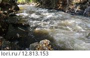 Купить «Небольшая река протекает через каменистое русло», видеоролик № 12813153, снято 29 сентября 2014 г. (c) Сергей Орлов / Фотобанк Лори