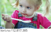 Купить «Девочка ест суп», видеоролик № 12817385, снято 5 октября 2015 г. (c) Потийко Сергей / Фотобанк Лори