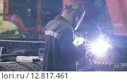 Купить «Сварщик за работой», видеоролик № 12817461, снято 6 октября 2015 г. (c) Алексей Жарков / Фотобанк Лори