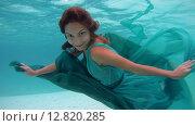 Купить «Молодая красивая девушка в платье позирует под водой, Индийский океан, Мальдивские острова», видеоролик № 12820285, снято 2 октября 2015 г. (c) Некрасов Андрей / Фотобанк Лори