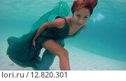 Купить «Молодая красивая девушка в платье позирует под водой, Индийский океан, Мальдивские острова», видеоролик № 12820301, снято 2 октября 2015 г. (c) Некрасов Андрей / Фотобанк Лори
