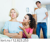 Купить «Family members asking senior mother to forget offences», фото № 12823253, снято 20 ноября 2018 г. (c) Яков Филимонов / Фотобанк Лори