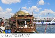 Рыбное кафе на Босфоре (2015 год). Редакционное фото, фотограф Елена Утенкова / Фотобанк Лори