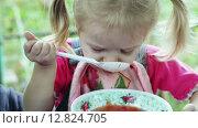 Купить «Девочка ест суп», видеоролик № 12824705, снято 5 октября 2015 г. (c) Потийко Сергей / Фотобанк Лори