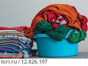 Вещи для стирки в тазу. Стоковое фото, фотограф Виктор Колдунов / Фотобанк Лори