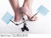 Сухая, потрескавшаяся кожа на пятках женских ног. Стоковое фото, фотограф Иван Траймак / Фотобанк Лори