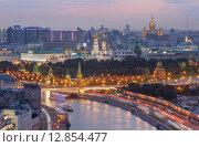 Купить «Вечерняя Москва с видом на реку, Кремль, высотку на площади Восстания.  Вид сверху с высотки на Котельнической набережной», фото № 12854477, снято 8 июля 2015 г. (c) Горшков Игорь / Фотобанк Лори