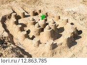 Купить «Большой замок из песка на пляже», эксклюзивное фото № 12863785, снято 16 сентября 2015 г. (c) Алексей Бок / Фотобанк Лори