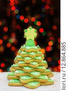 Печенье в форме Рождественской ёлки. Стоковое фото, фотограф A_ksenya / Фотобанк Лори